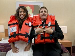 Miá Mello e Fábio Porchat interpretando um casal que decide passar a lua de mel em um cruzeiro no filme Meu Passado me Condena   (Foto: Paprica Fotografia)