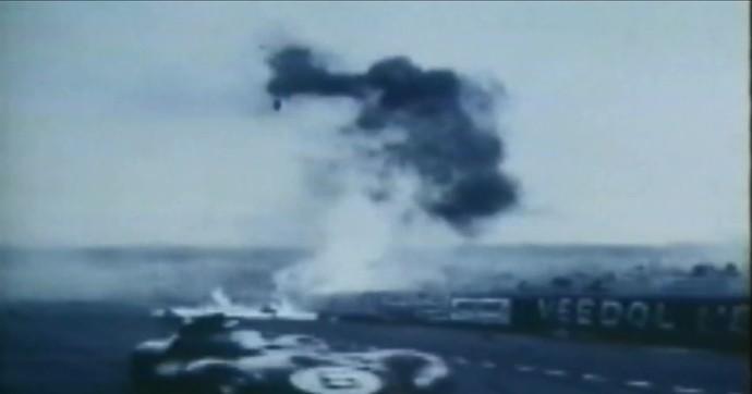 Grave acidente com a Mercedes em Le Mans fez equipe se afastar do automobilismo por quase 40 anos (Foto: Reprodução)