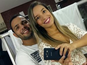André e Izabela também se conheceram na internet e se preparam para casar (Foto: Izabela Cortelleti/ Arquivo Pessoal)