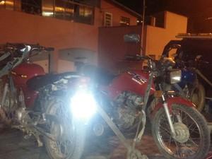 Motos apreendidas em São João Nepomuceno (Foto: Polícia Militar/Divulgação)