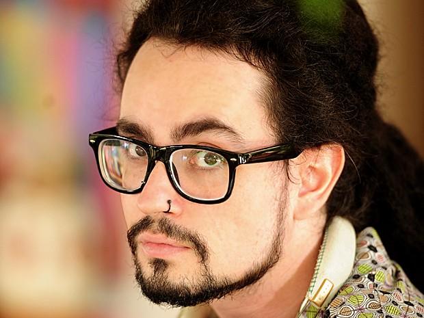 Johnny Hooker faz sua primeira novela como um dos músicos da Navegabeat (Foto: João Cotta / TV Globo)