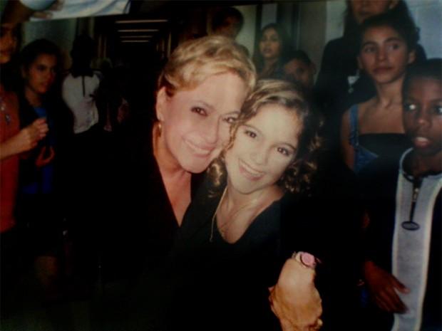 Yana tietou a atriz Suzana Vieira nos intervalos da gravação do Gente Inocente (Foto: Arquivo Pessoal)