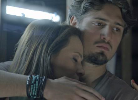 Teaser: Lili e Rafael são observados por mulher misteriosa; será Sofia?
