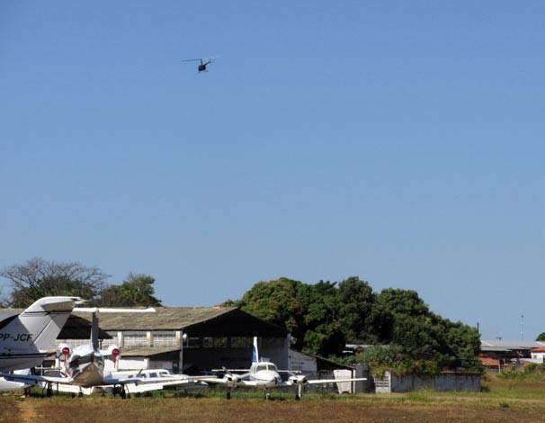 Passeio de helicóptero durou 30 minutos e  sobrevoou pontos turísticos da capital piauiense (Foto: Katylenin França/TV Clube)
