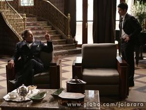 Franz avisa ao pai que Pérola vai viver com Amélia (Foto: Fábio Rocha/ TV Globo)