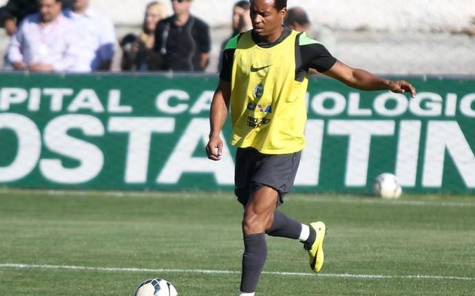 Emprestado pelo Galo, volante Rosinei é o novo reforço do Coritiba (Foto: Diego Marinelli/ Site oficial do Coritiba)