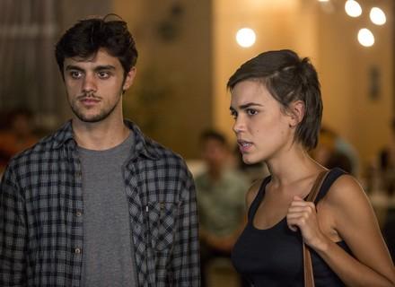 Jonatas flagra clima entre Arthur e Eliza e não consegue disfarçar carão