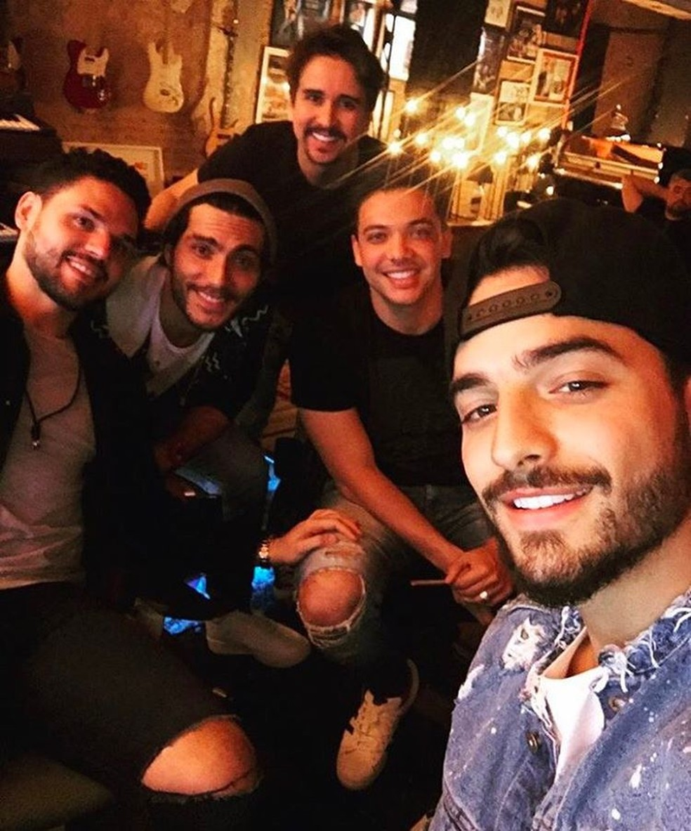 O produtor Dudu Borges, a dupla Bruninho e Davi, Wesley Safadão e Maluma (Foto: Reprodução/Facebook/Wesley Safadão)