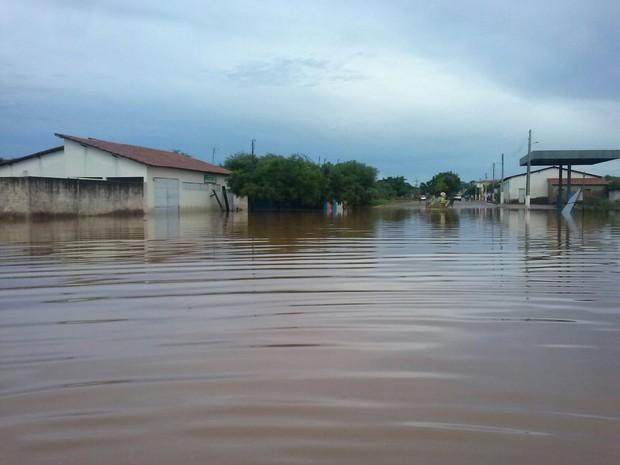 Famílias ficaram desabrigadas após rompimento de barragem (Foto: Alonso Gomes/Arquivo Pessoal)