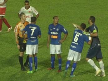 Goleiro Marcelo Pitol teria agredido bandeirinha em jogo de Aimoré e Passo Fundo  (Foto: Reprodução/RBS TV)