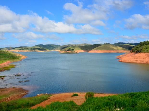 Vista geral da represa do Jaguari, que faz parte do sistema Cantareira, em Jacareí, no interior de São Paulo (Foto: Nilton Cardin/Estadão Conteúdo)
