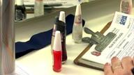 Blitz encontra produtos vencidos em salões de beleza de SP