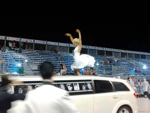 Copa Lord abre desfile com personagens que marcaram época (Foto: Cristiano Anunciação/ G1)