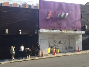 Familiares protestaram contra pedido de indenização de Kiko (Foto: Bruna Taschetto/RBS TV)