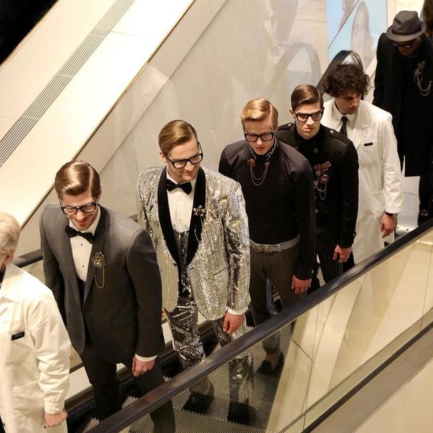 Concentração de boys magia no desfile masculino da Dolce & Gabbana (Foto: Instagram/Reprodução)