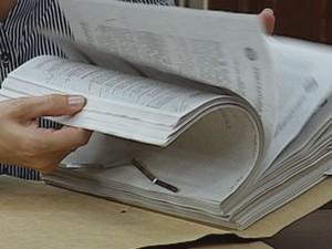 Prefeito apresentou documentos e contratos na reunião (Foto: Reprodução / TV TEM)