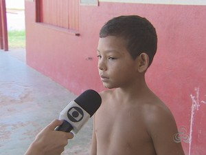 Estudante José Cordeiro teve que provocar o vômito para não passar mal (Foto: Cassio Albuquerque/G1)