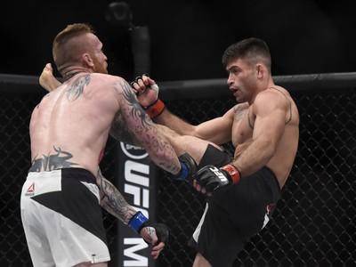 Luan Chagas Jim Wallhead UFC 212 (Foto: André Durão)