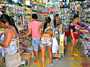 Comerciantes estão desanimados com vendas de fim de ano  (Foto: Adelcimar Carvalho/G1)
