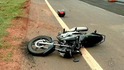 Motociclista sofre um acidente na BR-153, no trecho urbano de São José do Rio Preto