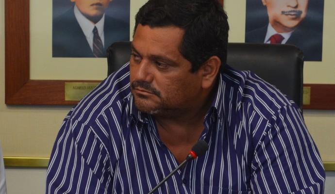 César Wellington, diretor de futebol do Santa Cruz-PB, em reunião no MP (Foto: Larissa Keren / GloboEsporte.com/pb)