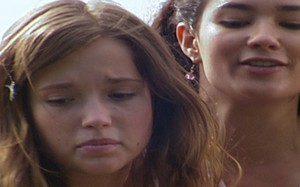 Marcela ameaça empurrar Letícia de um andar alto