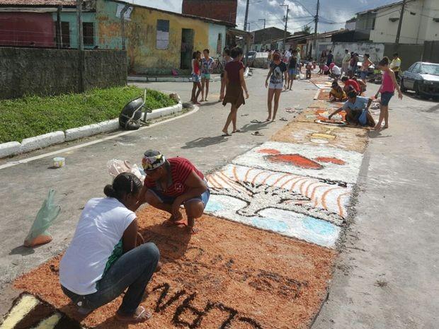 Comunidade decora tapete em Nossa Senhora Rosa Mística  (Foto: Samuel Cunha/Arquivo Pessoal)