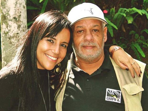 Moisés ao lado de Roberta Aguiar, aluna de fotografia (Foto: Facebook/Reprodução)