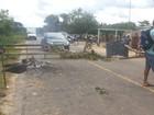 Moradores de comunidades fecham rodovia em Cruzeiro do Sul