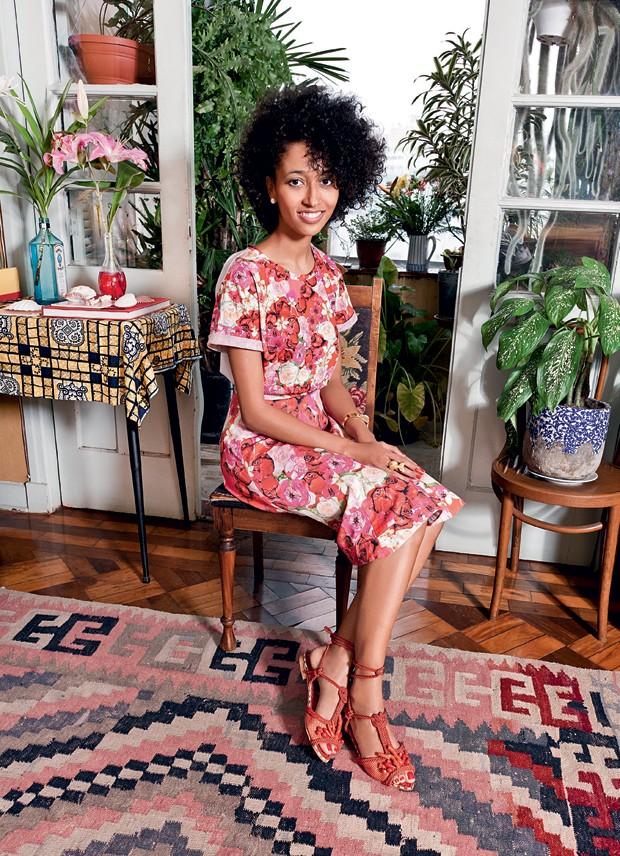 Marcela posa com os escarpins Brigitte (R$ 1.390) (Foto:  )