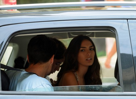 Luciana vai para comunidade procurar Pedro