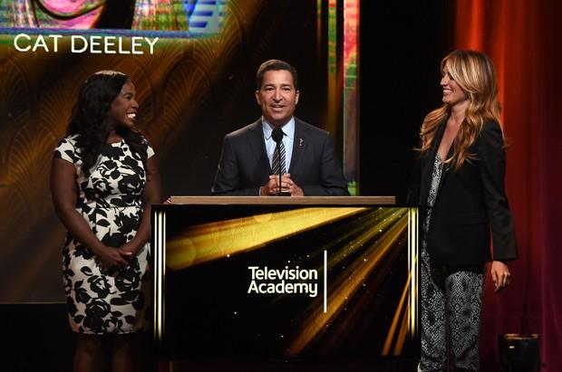 Da esquerda: Uzo Aduba ('Orange is the new black'), Bruce Rosenblum (CEO da Academia do Emmy) e Cat Deeley ('So you think you can dance') em evento que revelou indicados (Foto: Kevin Winter / Getty / AFP)