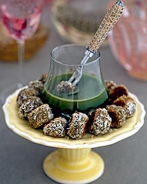 Bolinhos assados de lentilha com coco, ervas e curry (Foto: Cacá Bratke/Casa e Comida)