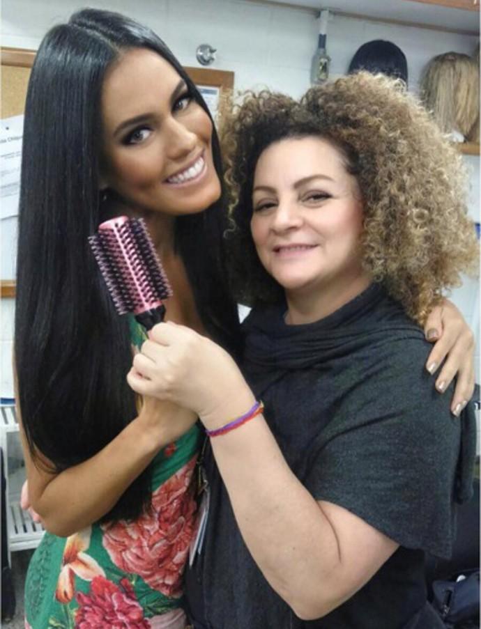 Letícia Lima e Gilvete Santos, caracterizadora de 'A Regra do Jogo' (Foto: Arquivo Pessoal)