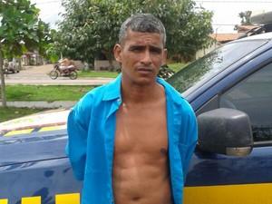 Homem foi preso durante fiscalização da PRF (Foto: Divulgação/PRF)