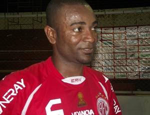 Ricardo Baiano, volante do América-RN (Foto: Matheus Magalhães/GLOBOESPORTE.COM)