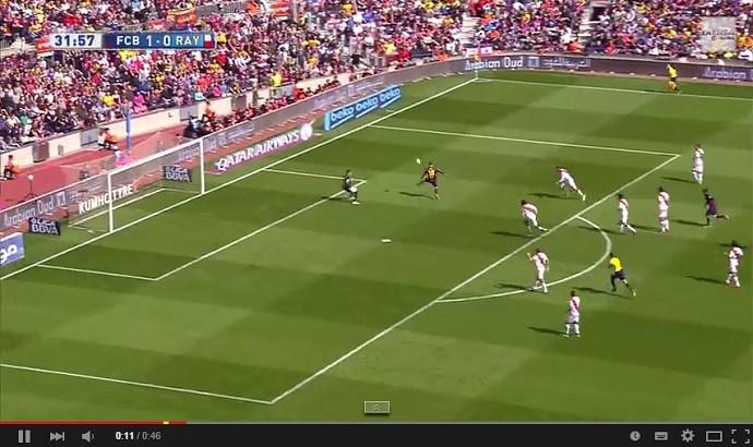 Messi dá toque de categoria para encobrir o goleiro no Barcelona x Rayo Vallecano