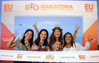 """Atletas entram no clima da Maratona do Rio com foto na """"linha de chegada"""""""