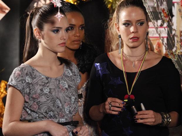 E agora? Será que o primeiro show do trio vai rolar? (Foto: Cheias de Charme / TV Globo)