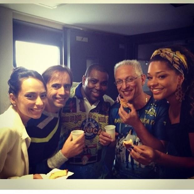 Juliana Alves e amigos da Unidos da Tijuca (Foto: Instagram / Reprodução)