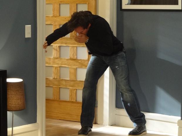 Coitado! Fábio acaba levando um soco de Ulisses (Foto: Guerra dos Sexos/ TV Globo)