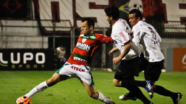 Correa Portuguesa x Atlético-PR (Foto: Ale Vianna / Ag. Estado)