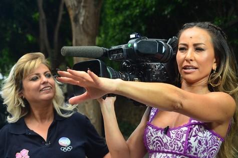 Sabrina Sato e a cinegrafista Simone (Foto: Antonio Chahestian/Rede Record)