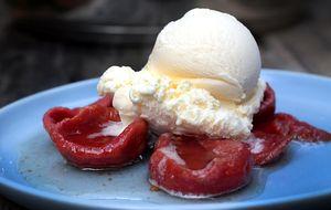 Goiaba em calda com sorvete de creme