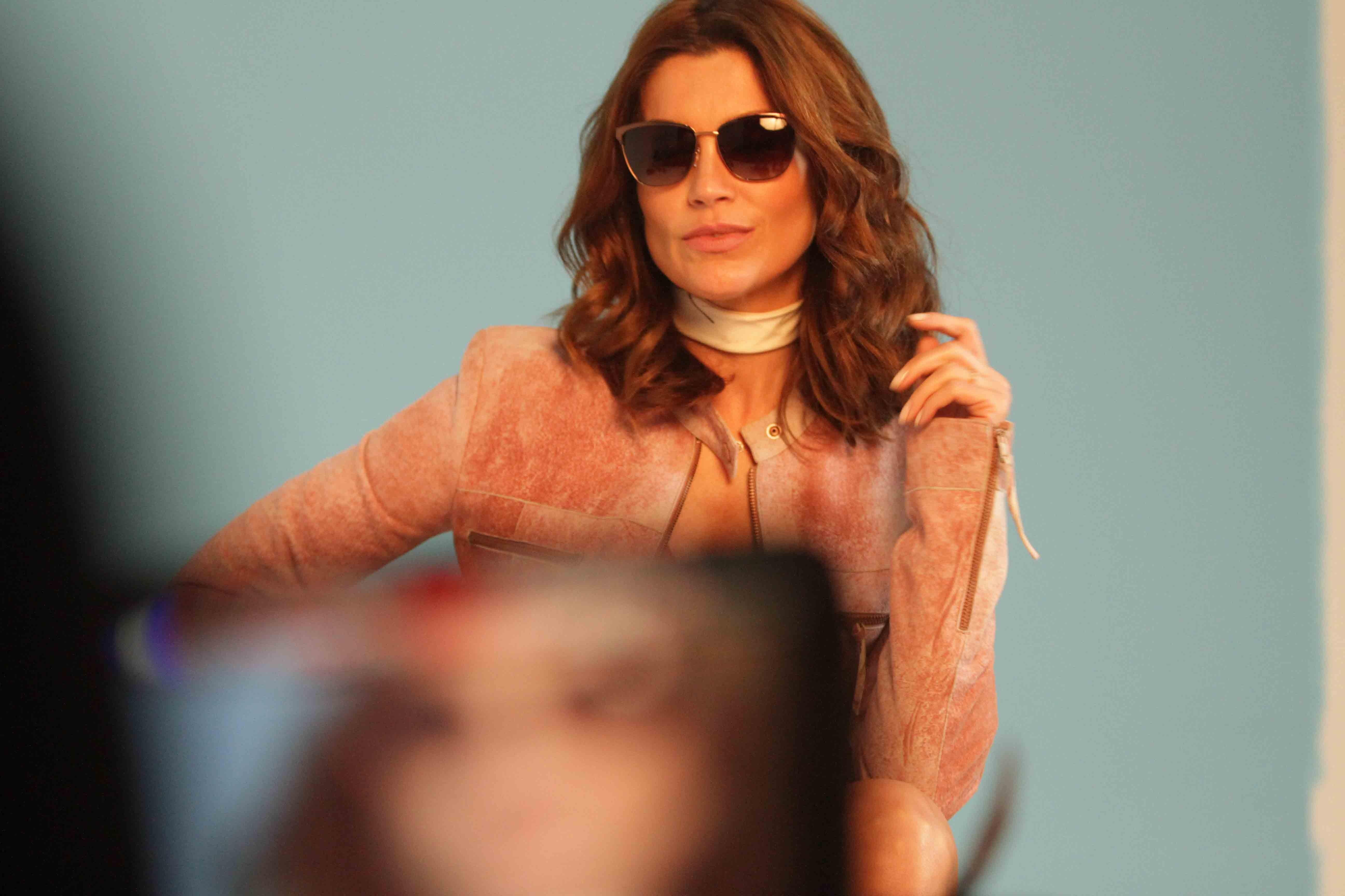 Flavia Alessandra mostra sua porção modelo para a GO Eyewear (Foto: Divulgação)