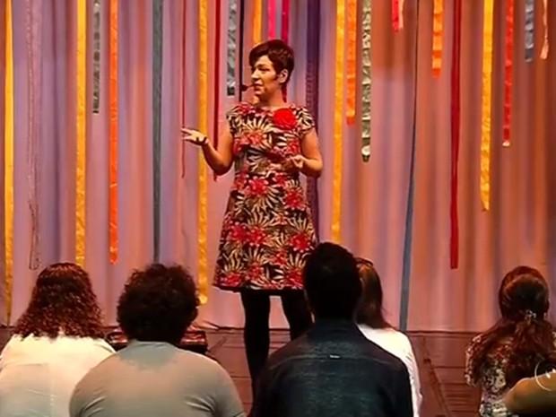 Escritora, atriz e contadora de histórias paulistana Kiara Terra veio a Votuporanga (Foto: Reprodução/TV TEM)