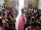 Servidores têm ponto cortado após greve e ocupam Prefeitura de Natal