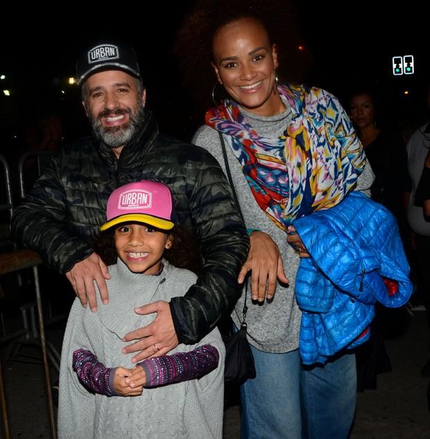 Luciana Mello com o marido, Ike Levy, e o filho, Tony (Foto: Eduardo Martins e Thiago Duran/AgNews)