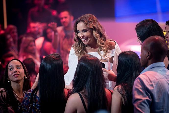 Daniela Mercury faz a festa com os fãs! (Foto: Isabella Pinheiro/Gshow)