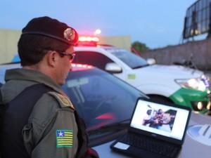 Segundo o coronel Albereto Meneses, jovens podem pegar até seis meses de prisão (Foto: Ellyo Teixeira/G1)